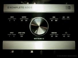 Komplete Audio 6 Top down dark