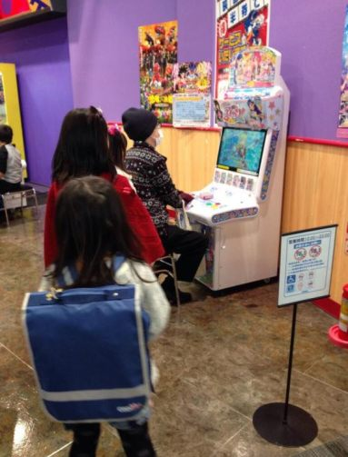 aikatsu-adult-gamers-refusing-to-share-little-girls-08