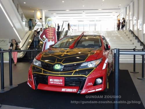 full-frontals-auris-hguc-neo-zeong-displayed-at-shinjuku-piccadilly-to-promote-movie-ep-7-01
