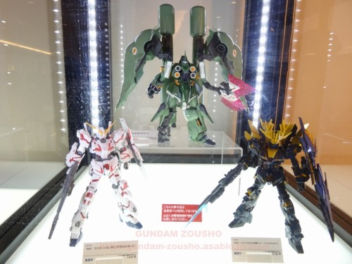full-frontals-auris-hguc-neo-zeong-displayed-at-shinjuku-piccadilly-to-promote-movie-ep-7-16