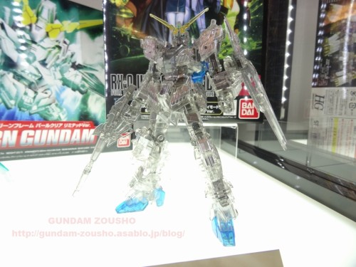 full-frontals-auris-hguc-neo-zeong-displayed-at-shinjuku-piccadilly-to-promote-movie-ep-7-20