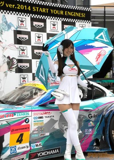 racing-miku-2014-show-new-race-car-01