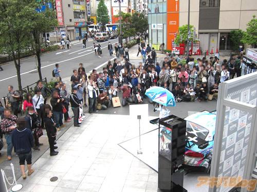 racing-miku-2014-show-new-race-car-10