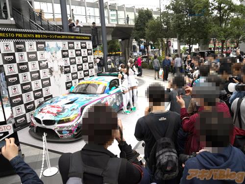 racing-miku-2014-show-new-race-car-11