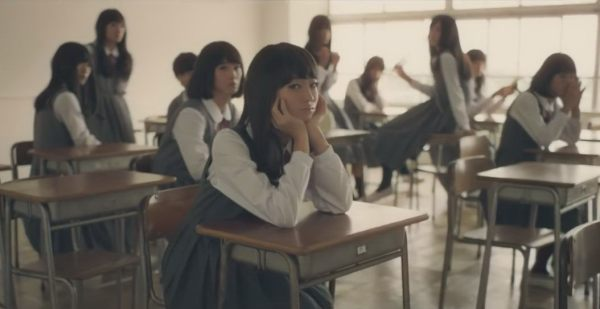 whats-odd-about-this-japanese-girls-in-shiseido-cm