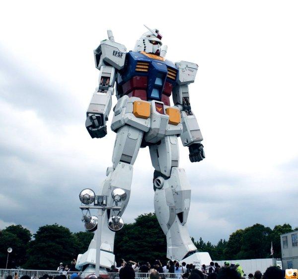 bandai-takes-down-life-size-gundam-statue-01