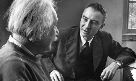 Einstein és Oppenheimer