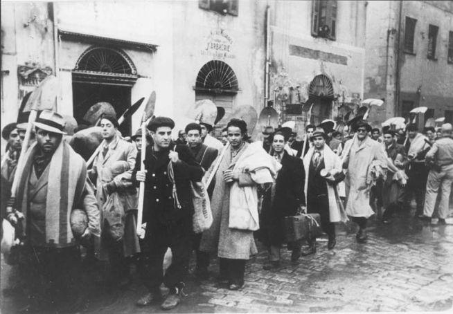 Kényszermunkára kényszerített tunéziai zsidók 1942-ben