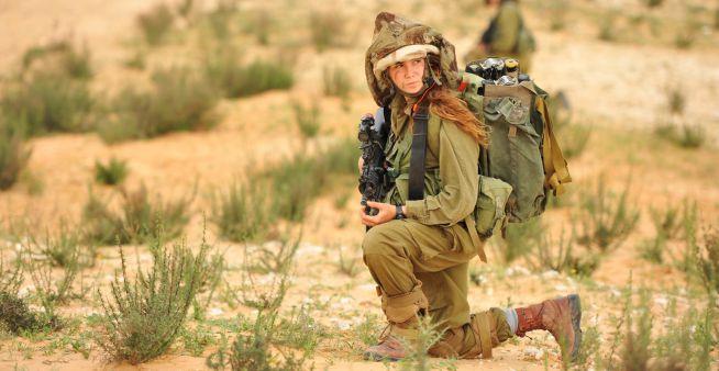 női harcosok az izraeli határon