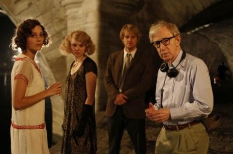 Woody Allen az Éjfélkor Párizsban című film forgatásán