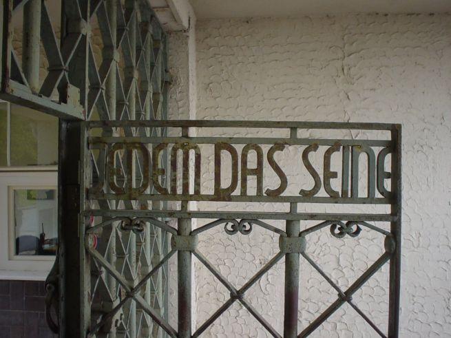 A buchenwaldi koncentrációs tábor kapuja