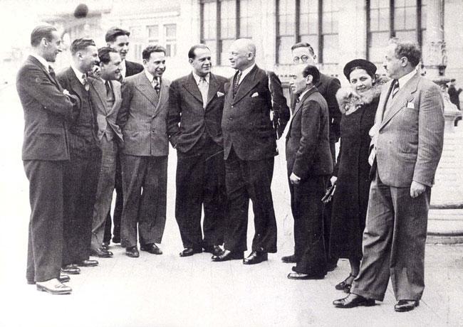 Izrael Diner sakkozó jobbról a harmadik Belgiumban 1937 január