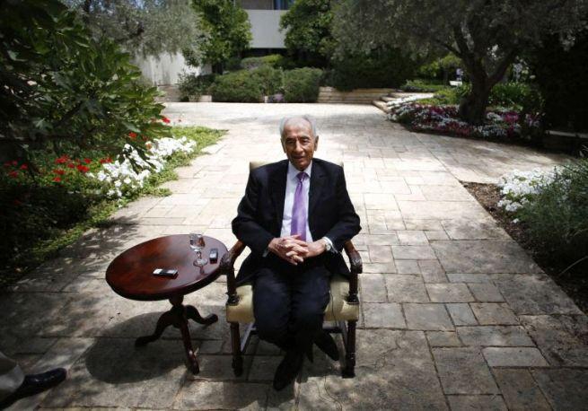 Simon Peresz a Reutersnek ad interjút a jeruzsálemi elnöki rezidencián