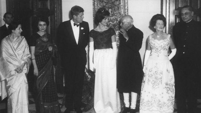 Shobha Nehru, Indira Gandhi, JF Kennedy, Jacqueline Kennedy, Jawaharlal Nehru, Rose Kennedy és BK Nehru