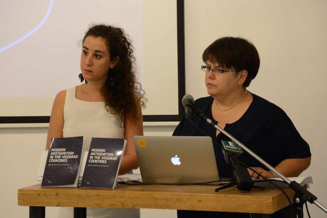 Félix Anikó és Barna Ildikó a Modern antiszemitizmus a visegrádi országokban című tanulmánykötet bemutatóján (Fotó: facebook.com/TomLantosInstitute)