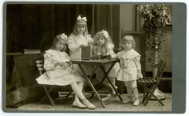 A Geszti gyermekek 1911 körül (Fotó: Mai és Társa)