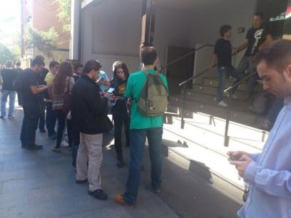 Prensa haciendo cola para entrar al evento de Wii U