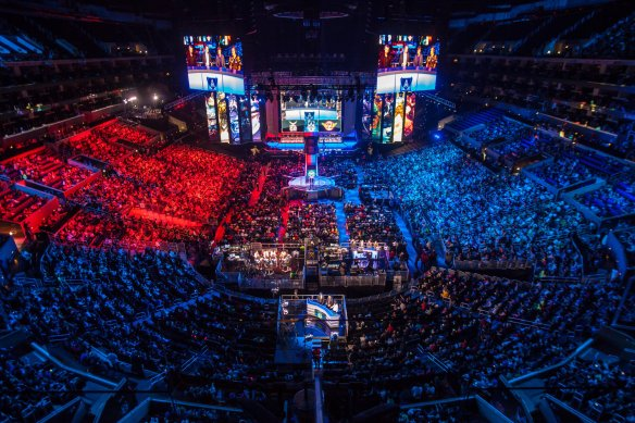 league-of-legfaker-of-skt-t1-atlol-world-championship-at-the-staples-center-lol-world-championshipends-world-championships
