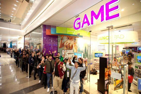 Cola para comprar videojuegos