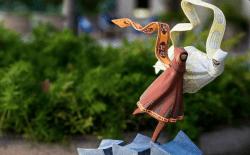 Maravillosa estatua de Journey. Precio: tu alma + el 21% de IVA.