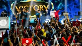 Origen celebra su victoria ante TSM - LoL Worlds 2015