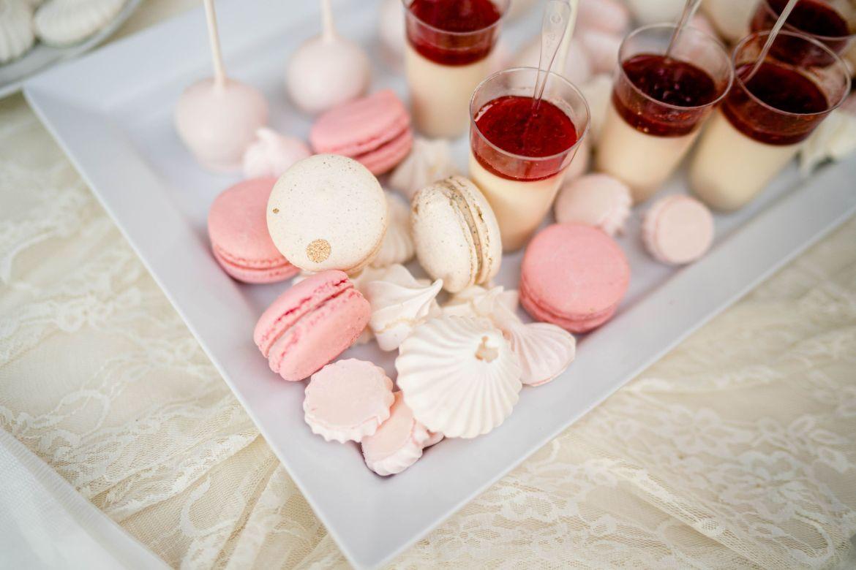 go cakes macaron wedding