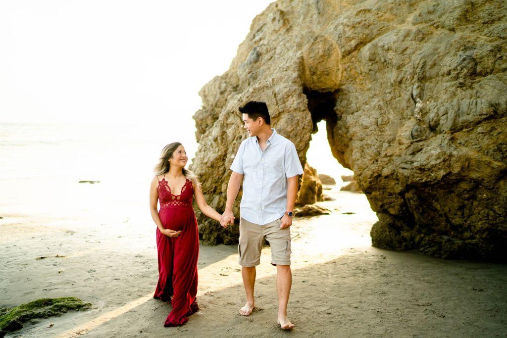 beach pregnancy announcement photos