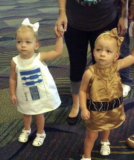R2D2とC3POの双子コスプレ