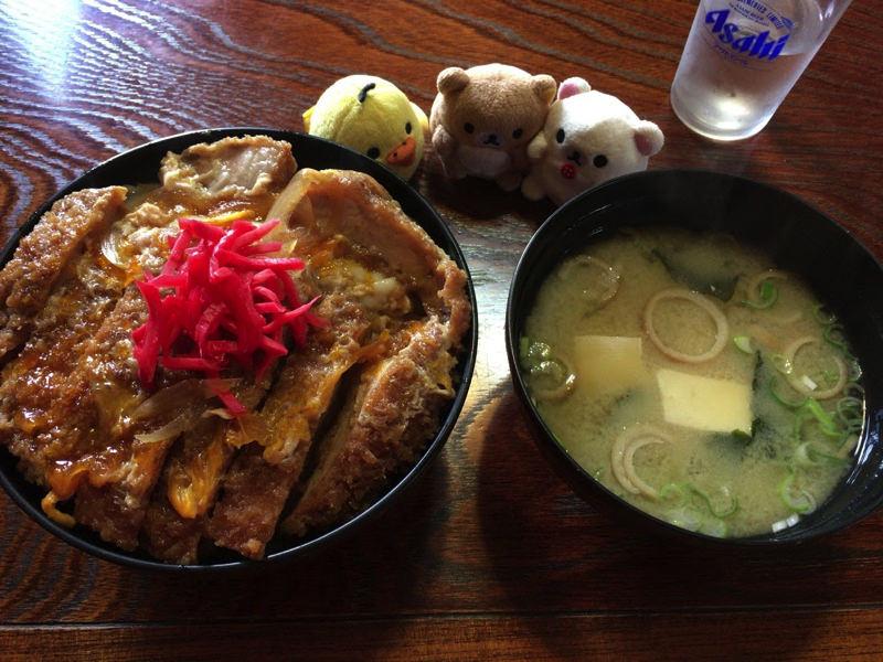 大ボリューム!カツ丼を食べたよ。大衆食堂えびす屋は昔ながらのレトロな食堂だった(秋田県北秋田市米内沢)