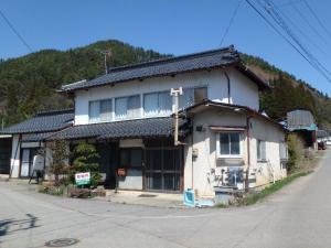 【売買】400万円 長野県上田市上室賀 温泉が近い のどかな広い角地の車庫付き2階建古民家 上下水道