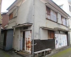 【売買】320万円 静岡県賀茂郡西伊豆町田子 海まですぐの町中心部 1F土間スペース付き2階建