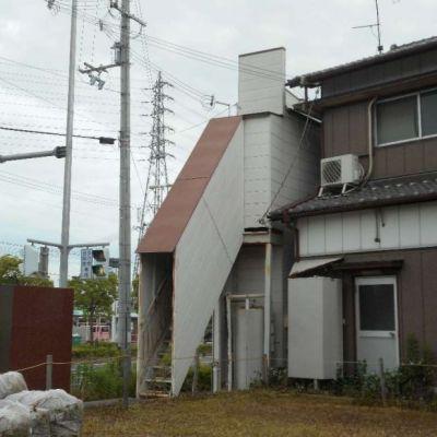 【売買】200万円 兵庫県高砂市米田町米田 市街地に建つ結構スリムなオール電化2階建 平成9年築・利便性高い