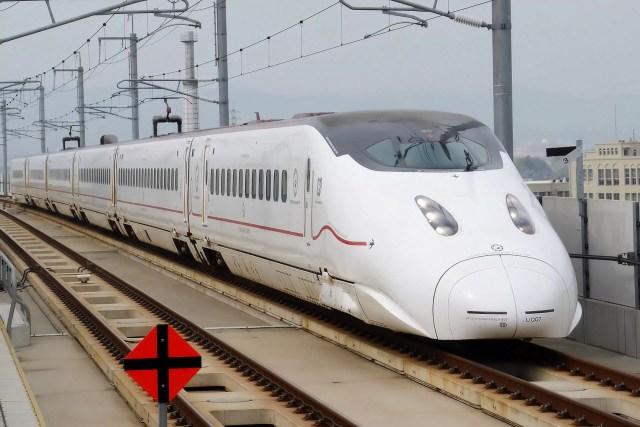 Kyushu Railway   Series 800 1000   01 1024x683 - 台風10号による交通への影響