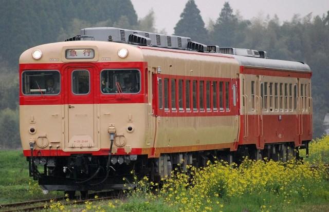 撮り鉄、遂に営業列車を壊す。急行列車撮影で線路内侵入→急ブレーキでキハ28が故障し立ち往生
