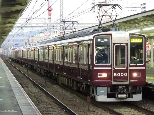 阪急神戸線で脱線事故発生、Classic8000装飾の8000Fが被害に…