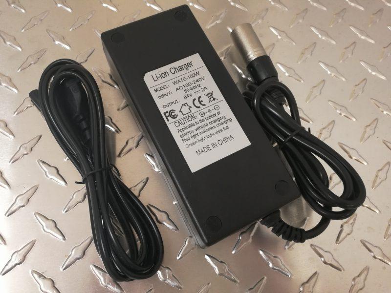 120W-Laturi 72-voltin akuille. Latausvirta 1,4A.