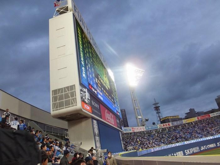 横浜スタジアム外野訳あり席(DB応援席)からバックスクリーンを見てみた