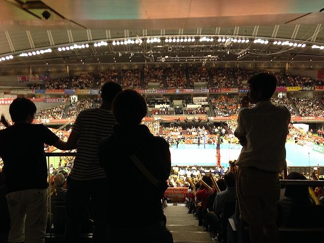 東京体育館2階スタンド指定席の後ろから立見応援