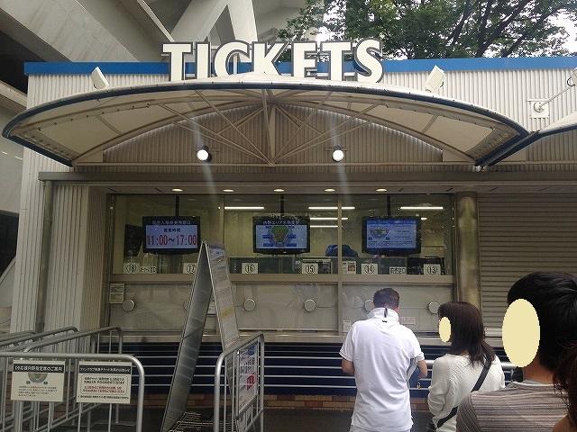 試合開催していない時の横浜スタジアムスロープ下チケット売り場