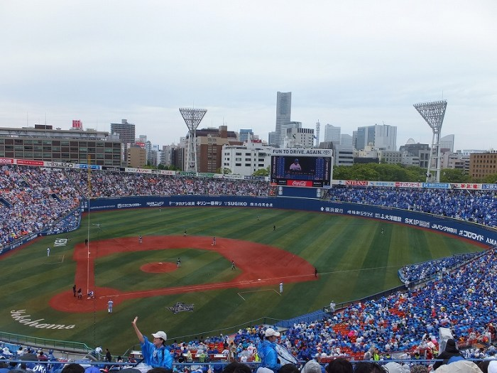 雨の日の横浜スタジアムでの野球観戦
