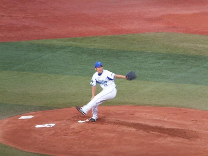 マウンドで躍動する三浦大輔投手のフォーム