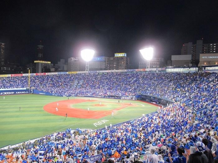 青で染まる横浜スタジアム!ビールもたくさん売れる!