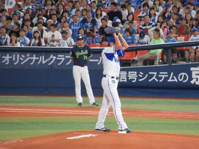 振りかぶって投げる数少ない投手三浦大輔:ハマの番長引退試合