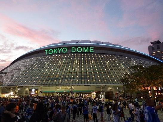 東京ドームの試合後の夕暮れ