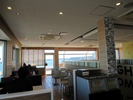 三浦海岸のマクドナルドの広々店内
