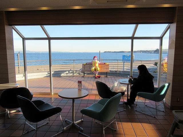 なんか偉そうなドナルド:三浦海岸マクドナルドが見える