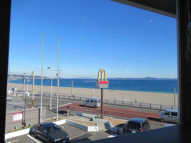 三浦海岸が見えるマクドナルド