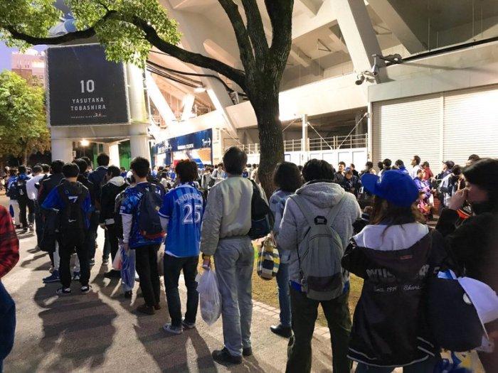 外野入場にすごい人!!2017年横浜スタジアム日本シリーズ第3戦