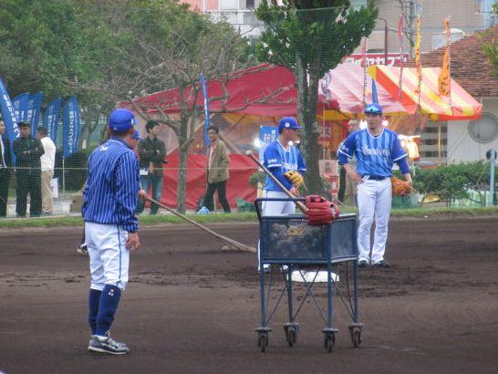 セカンドのゲッツー練習柴田・倉本:横浜DeNAベイスターズ宜野湾キャンプ