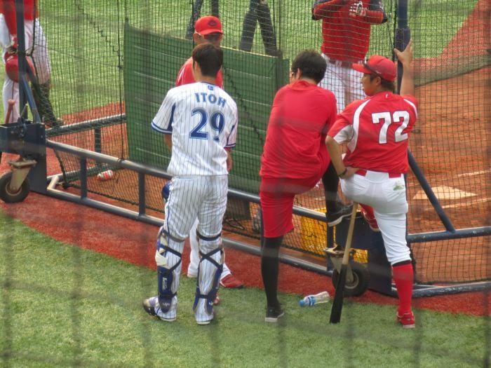 伊藤光と東出コーチ